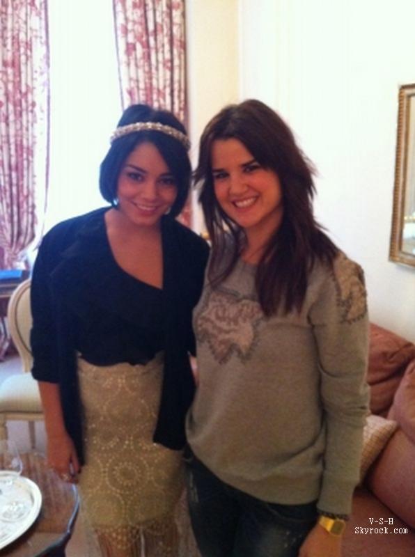 """*  14/02/12 : Vanessa et une journaliste après une interview pour le magazine """"BRAVO"""" espagnol.    *"""