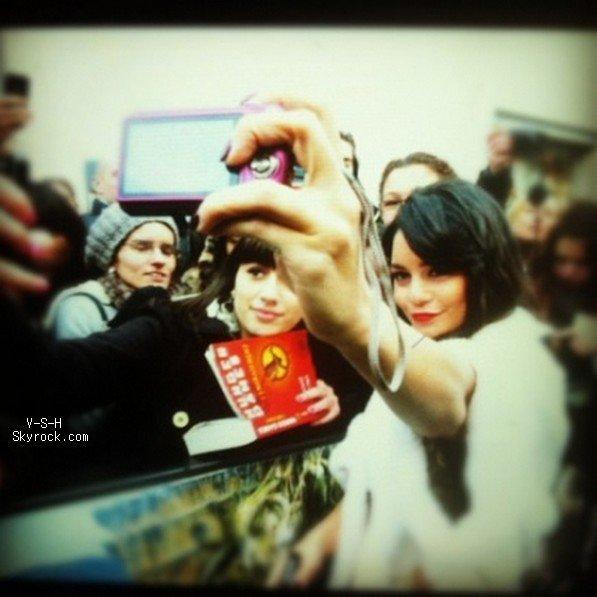 """*   Nouvelles photos personnelles de Stella + une photo postée sur le site officiel de Vanessa datant de la Première de """"The Journey 2"""" à Paris.   *"""
