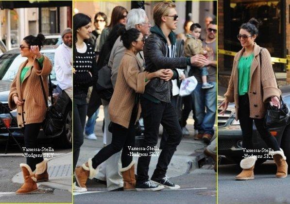 *   17/03/12 : Vanessa et Austin faisant du shopping dans Soho à New York.    *