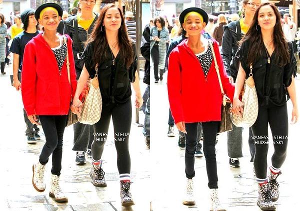 *   25/03/12 : Vanessa et Austin faisant du shopping dans Soho à New York.   *
