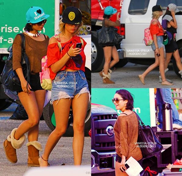 """*  27/03/12 : Vanessa H. de retour sur le set de """"Spring Breakers"""" avec ses co-stars en Floride. + Photos personnelles des filles avec James Franco qui les a enfin rejoint.   *"""