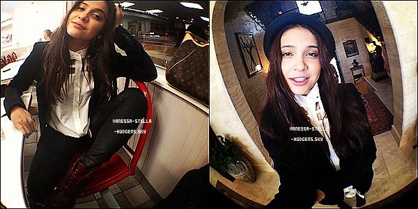 *  Stella a posté deux photos d'elle dont une apparament au restaurant hier ou avant-hier.  *