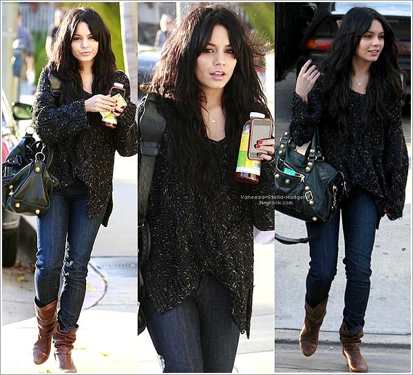 *   29 janvier 2010 : Vanessa Hudgens quittant le Urth Cafe à Los Angeles.