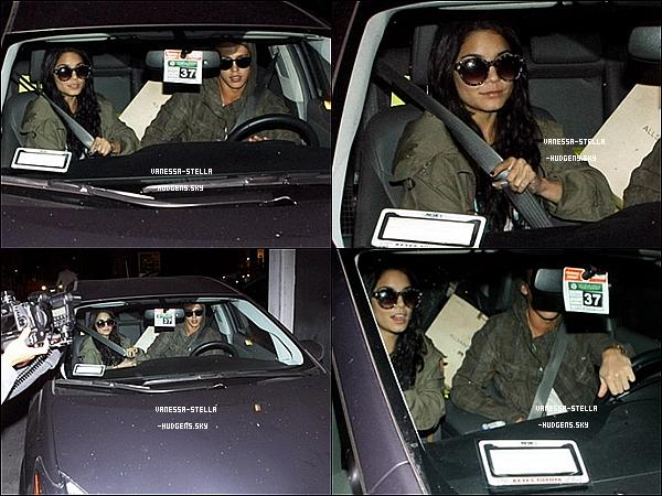 """*   11 avril 2012 : Après avoir fait du shopping, Vanessa et Austin ont été vu sortant du restaurant """"El Torito"""" à Los Angeles. Sarah Hyland et Matt Prokop y étaient aussi.   *"""