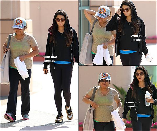 *    07 mai 2012 : Vanessa.H et sa mère Gina.H quittant une salle de sport située à Los Angeles. 07 mai 2012 : Vanessa Hudgens a ensuite été aperçue nettoyant son garage à Studio City.   *