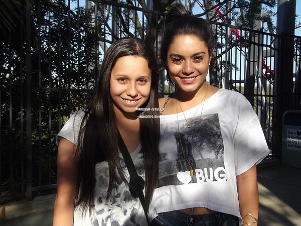 *   Vanessa posant avec une fan, il y a quelques jours.     *