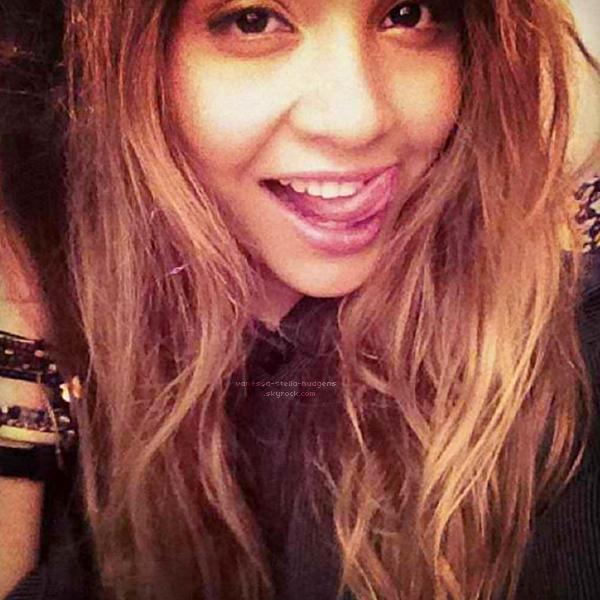 *    Stella se remet enfin à posté des photos sur Instagram, découvrez les dernières datant d'hier.   *