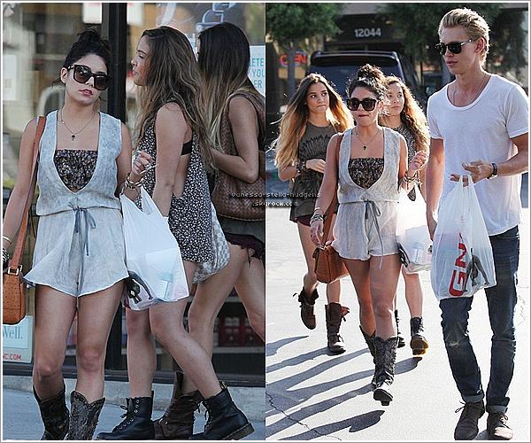 * 8 juin 2012 : Vanessa, Stella, Pia Mia et Austin faisant du shopping à Studio City.   *