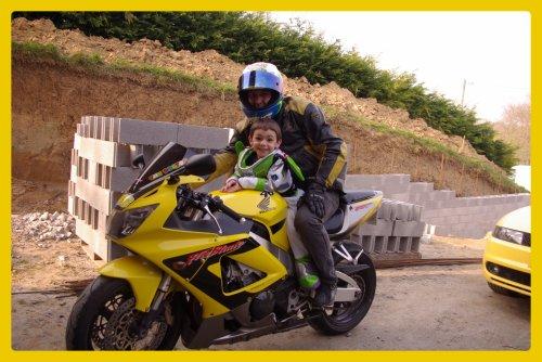 Buzz le motard: 42 mois