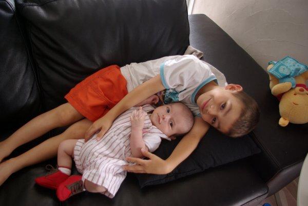 Raphaël: 1 mois 1/2 avec son frère et son cousin!