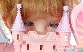 Toutes les petites filles n'aissent princesse, c'est en grandissant qu'elles perdent leurs valeurs...