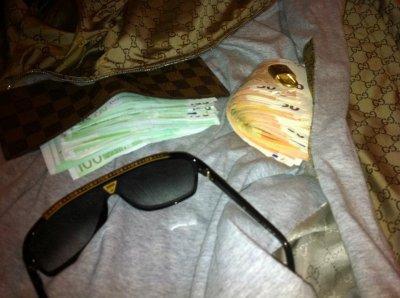 Faux avoir beacoup de chose dans les portefeuille haute couture $