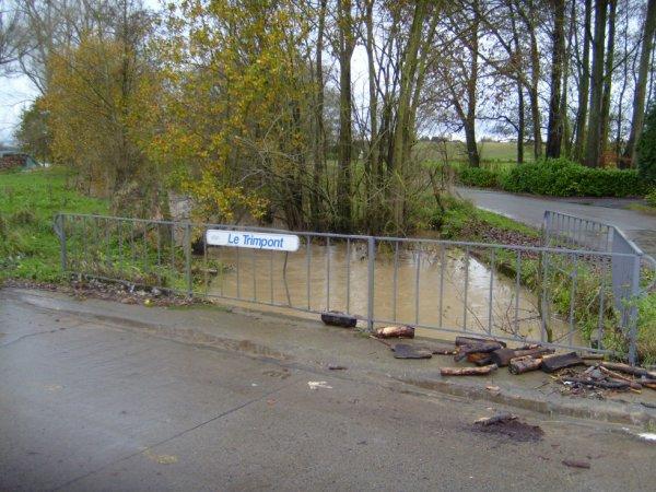 Inondations du 14 novembre 2010.  Le ruisseau le trimpont à OSTICHES