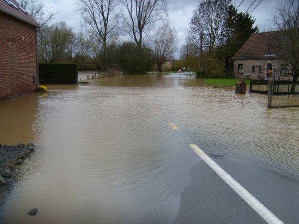 Inondations du 14 novembre 2010. ISIERES  avant le pont Hatot.