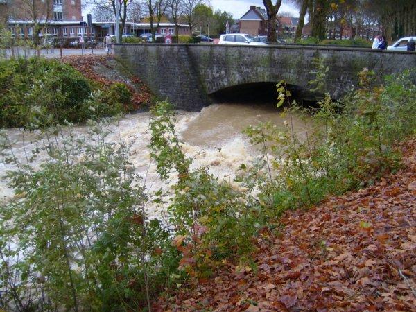 Inondations du 14 novembre 2010. ATH, pont de l'hôpital.