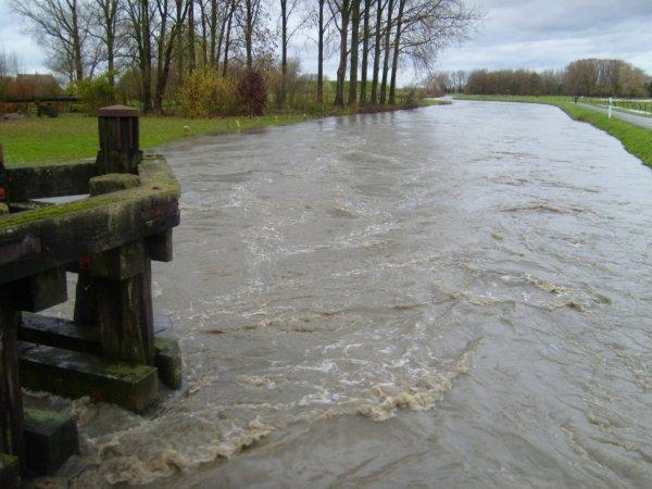 Inondations du 14 novembre 2010. ATH, pont de tenre.