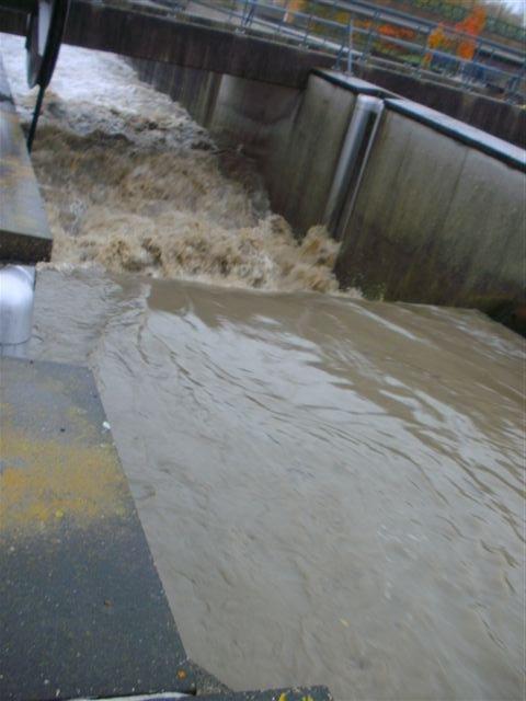 Inondations du 14 novembre 2010. ATH, écluse de bilhée.