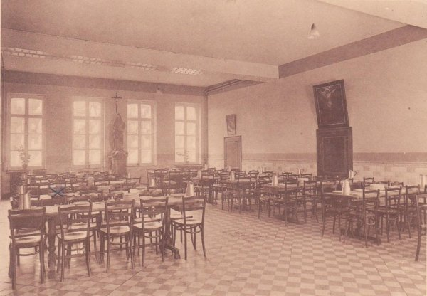 Collège Saint Julien Ath le réfectoire des internes