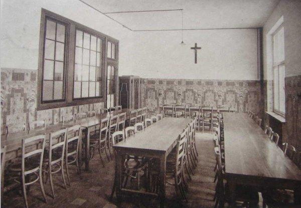 ATH - Collège Saint Julien - réfectoire des externes