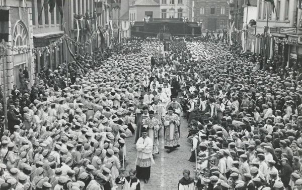 ATH  LE CONGRES DIOCESAIN PLACE ERNEST CAMBIER EN 1938.