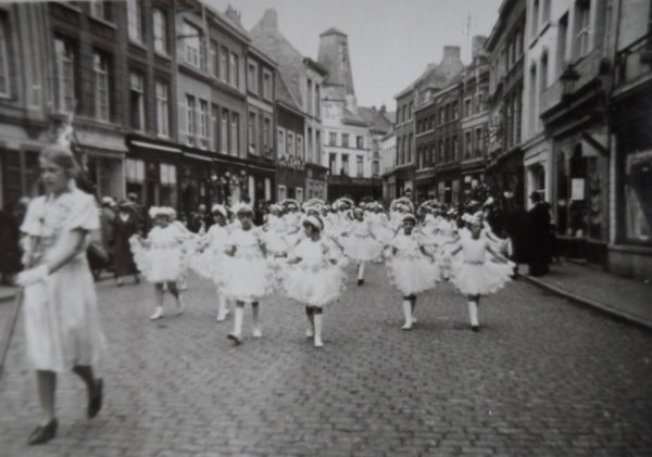 ATH 1939 Corso Fleuri  les enfants de l'école des soeurs