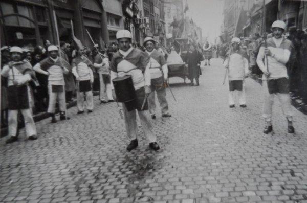 ATH 1946 Cortège d'hiver l'un des groupes de l'hamiau d'Brant'gnies