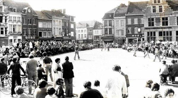 ATH - Balle pelote sur la grand place en 1977