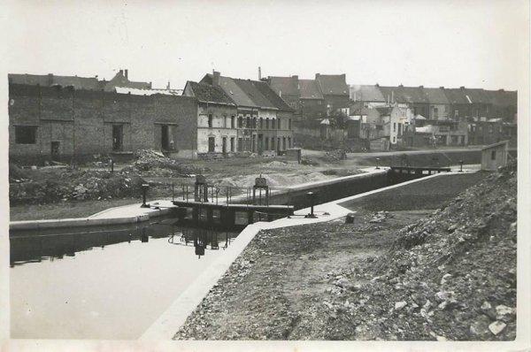 ATH Photo du 21 Mars 1941 Ecluse n°20 ( derrière la gare ) traces de bombardements .