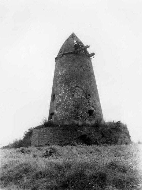 OSTICHES, le blanc moulin en 1945