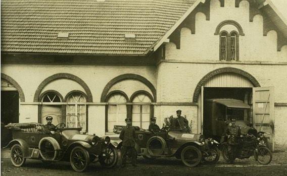 IRCHONWELZ, état major allemand (1917) à la fermette qui se trouve actuellement dans l'école ITCF Renée Joffroy à Irchonwelz
