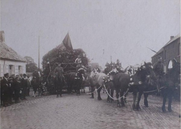 Cortège patriotique 1918 Ligne, Grand'Route