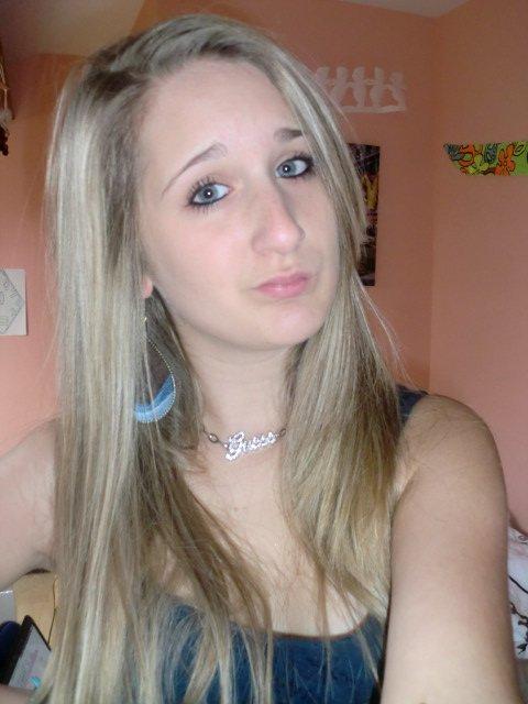 mlle-ma2noon :: 18 ans :: Célibataire .. !