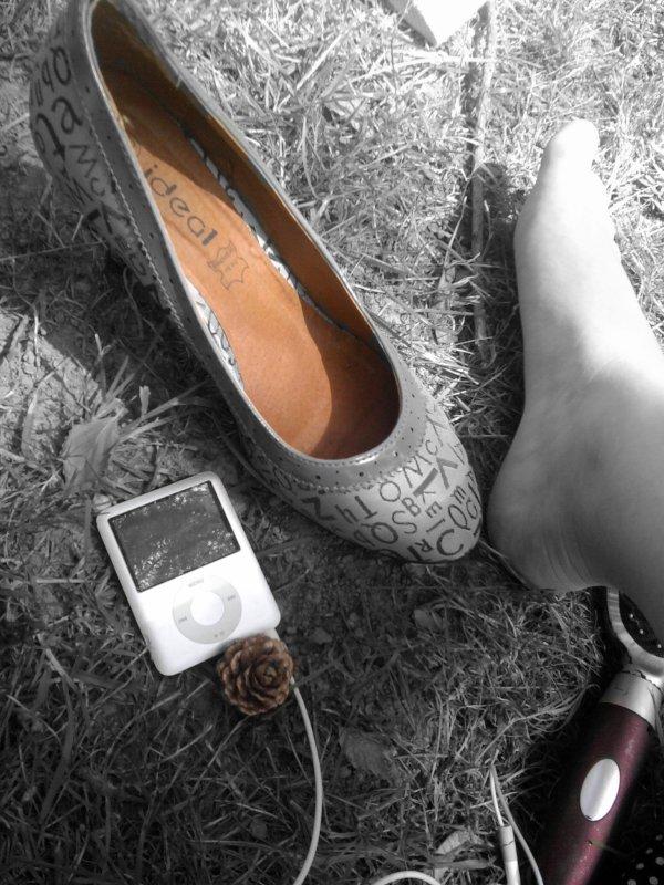 Le passé est derrière moi, je ne me retournerais pas. Je marche d'un pas décidé car mon avenir n'est en aucun cas tracé (..)