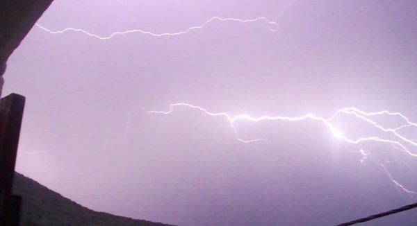 photo d'éclair que j'ai prise depuis chez moi le 1 aout 2012