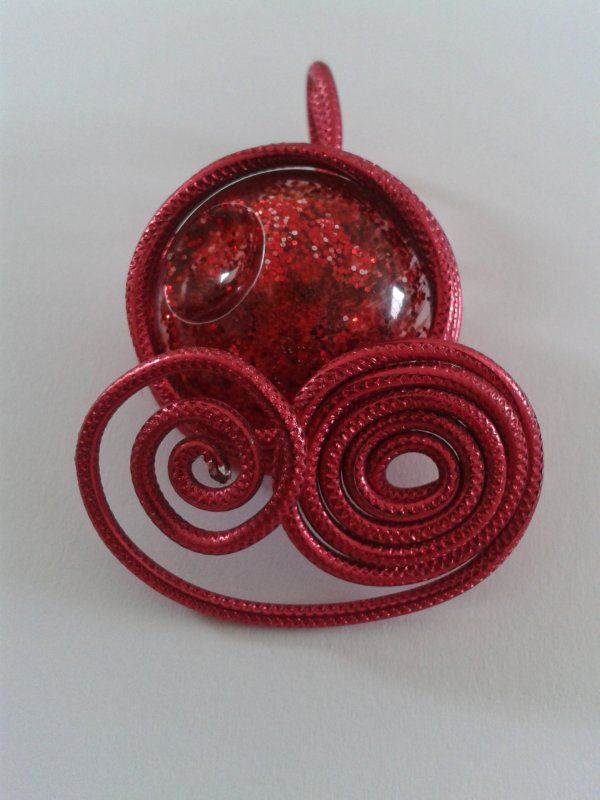 "Pendentif ""red bulle"""