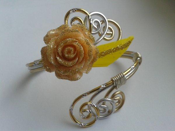 Bracelet doré en concours