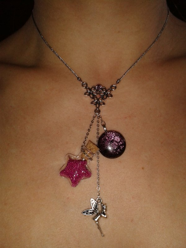 Collier breloques fée rose