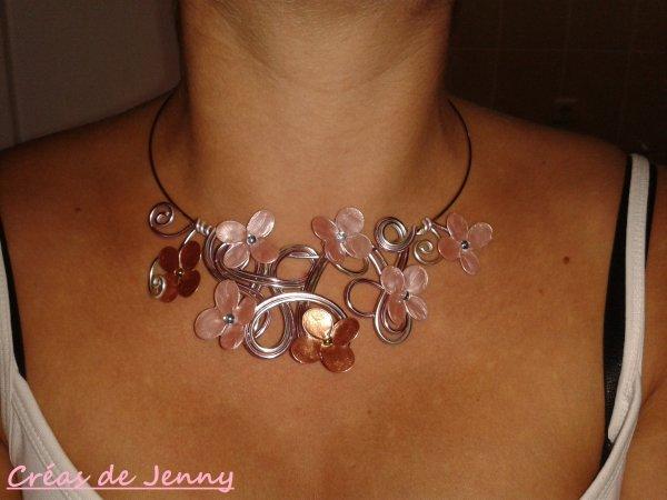 Bijoux avec fleurs vernis à ongle