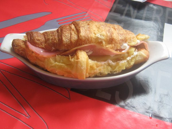 """Croissant """"ails et fines herbes, bacon et racelette"""" (Création)"""
