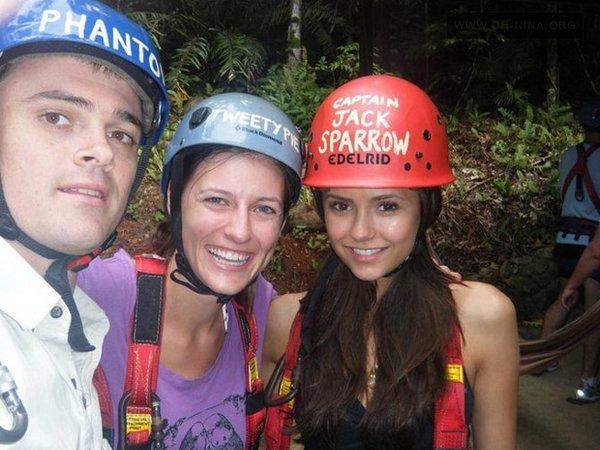 .  Nouvelles photos de Nina en Australie accompagnée de Ian