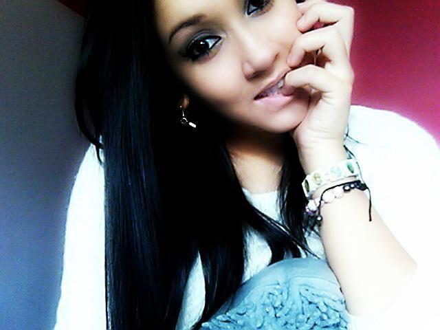~ Ne pleure jamais pour quelqu'un qui serai inccapable de verser une larme pour toi ..*
