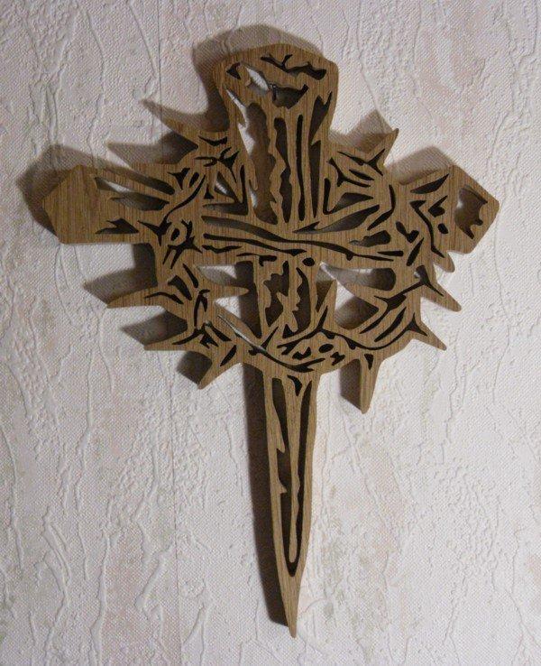 Croix en chêne d'après un dessin américain