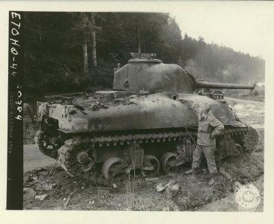 Char M 4 détruit - Medium tank M 4 destroyed