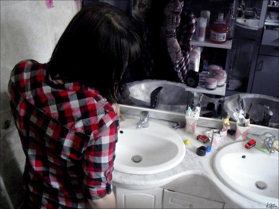 Scrutez le miroir pour découvrir le fantôme qui s'y cache.