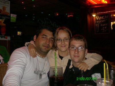 <3<3<3 Mon homme , Ma soeur et moi a argeles en 2010 <3<3<3