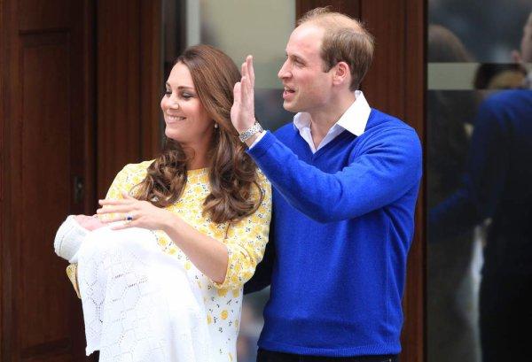 Voici des photos de kate et wiliam qui sortent de la maternité avec la nouvelle petite princesse !!!
