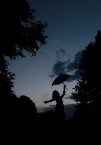 ça fait mal, crois moi, une lame enfoncée loin dans mon âme. Regarde en toi, même pas l'ombre d'une larme.
