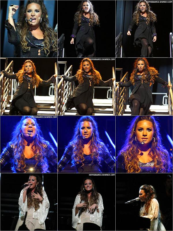 23/09/11 : Demi fit un concert au Club Nokia à Los Angeles. Demi est vraiment magnifique!