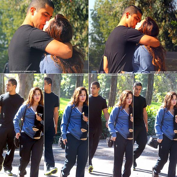 1/11/11 : Demi a été photographiée avec son nouveau petit ami Wilmer Valderrama dans une résidence privée à L.A. Qu'en penses-tu ?
