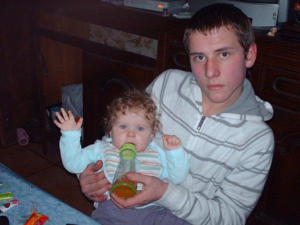 mon pti frère et ma nièce <3